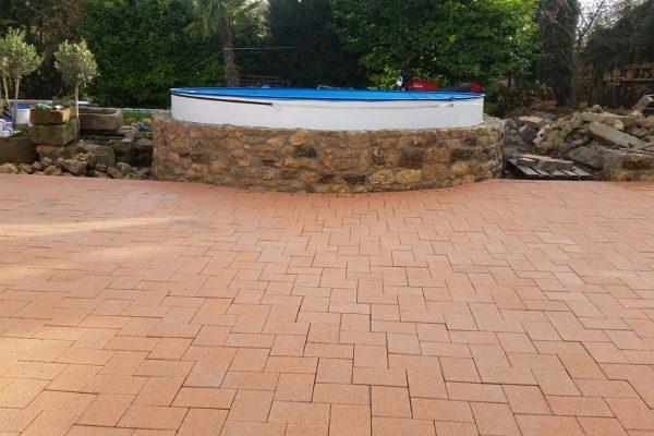 Terrasse vor Pool